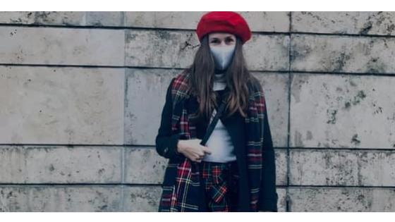 Outfit elemzés: Piros-fehér-kék összeállítás